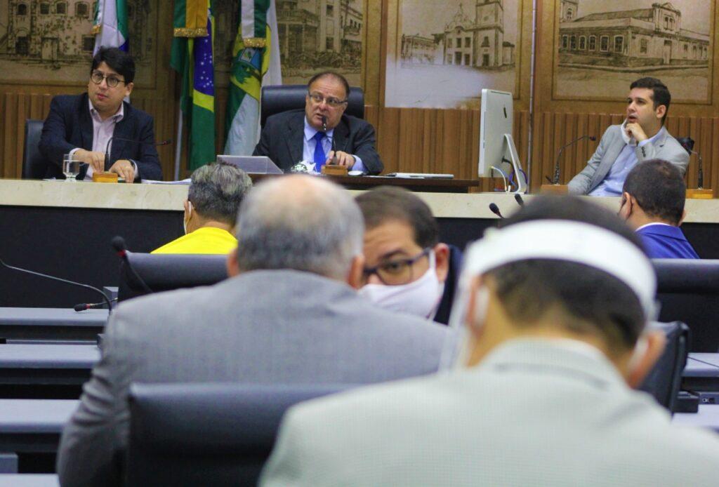 Câmara de Natal aprova PL que garante 14º salário aos educadores do município