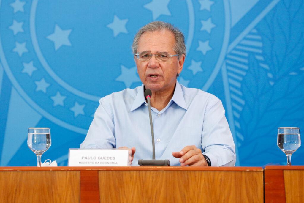 Paulo Guedes não descarta antecipar 13º para aposentados em 2021