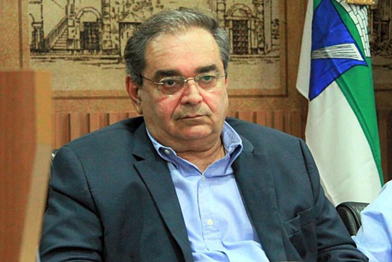 Álvaro Dias exonera todos os cargos comissionados
