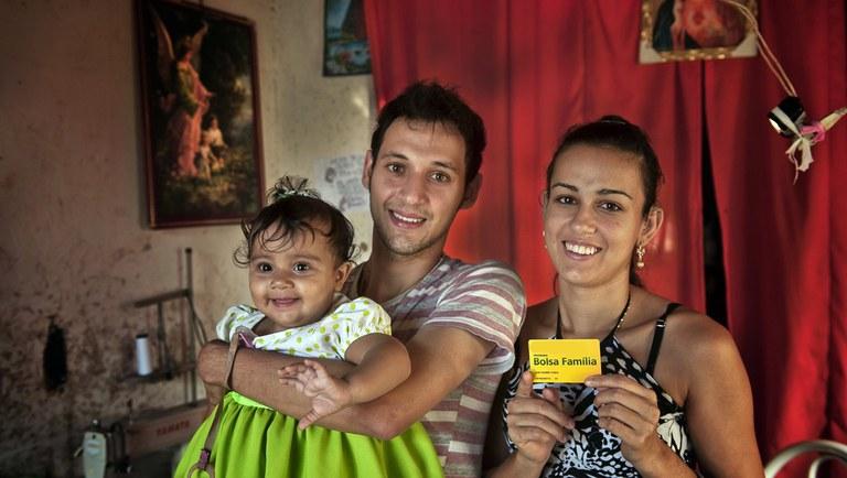 Bolsa Família: bloqueios por falta de atualização são suspensos por mais 90 dias