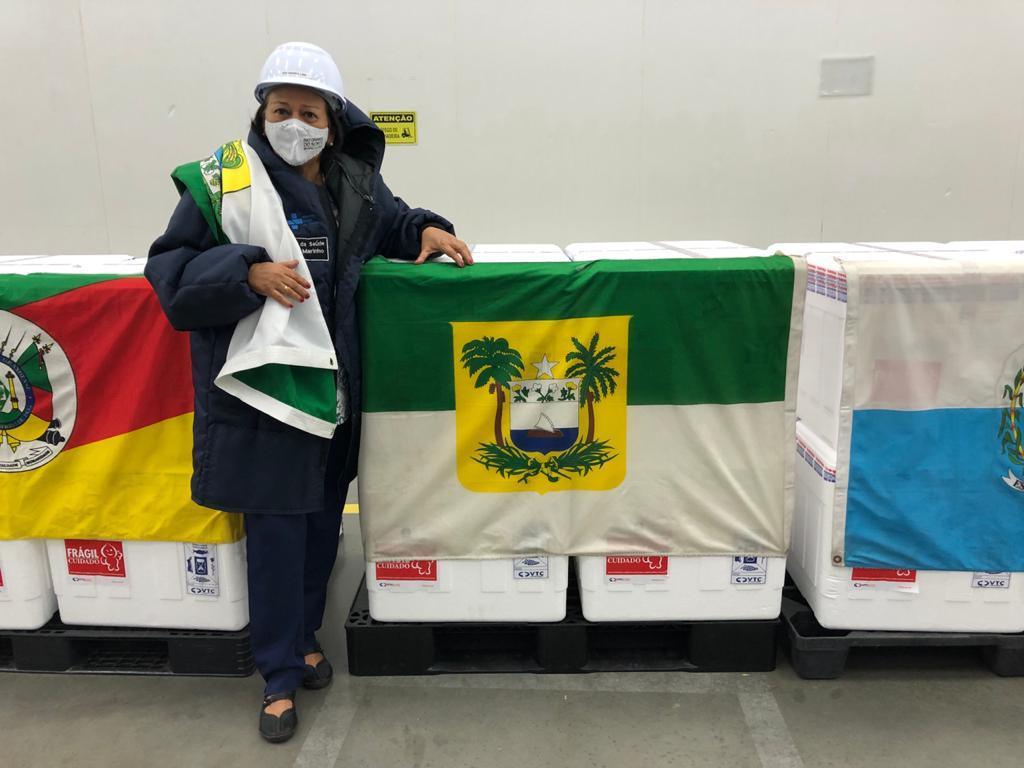 Fátima acompanha embarque do 1º lote da Coronavac para o RN