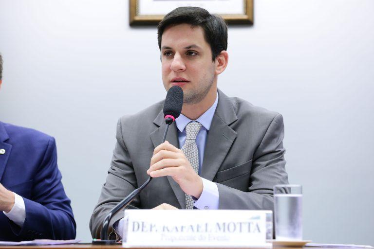 Projeto de Rafael Motta permite deduzir do IR gastos com passagens e hospedagens