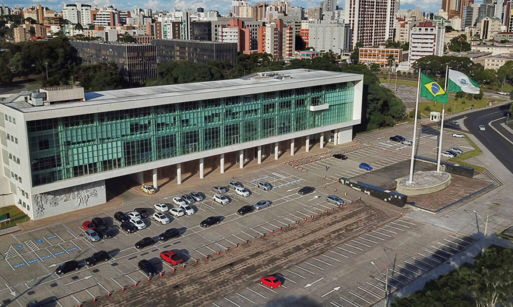 Paraná prorroga toque de recolher para tentar conter casos da covid-19