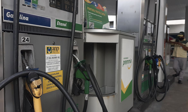 Bolsonaro envia projeto que altera cobrança de ICMS sobre combustíveis