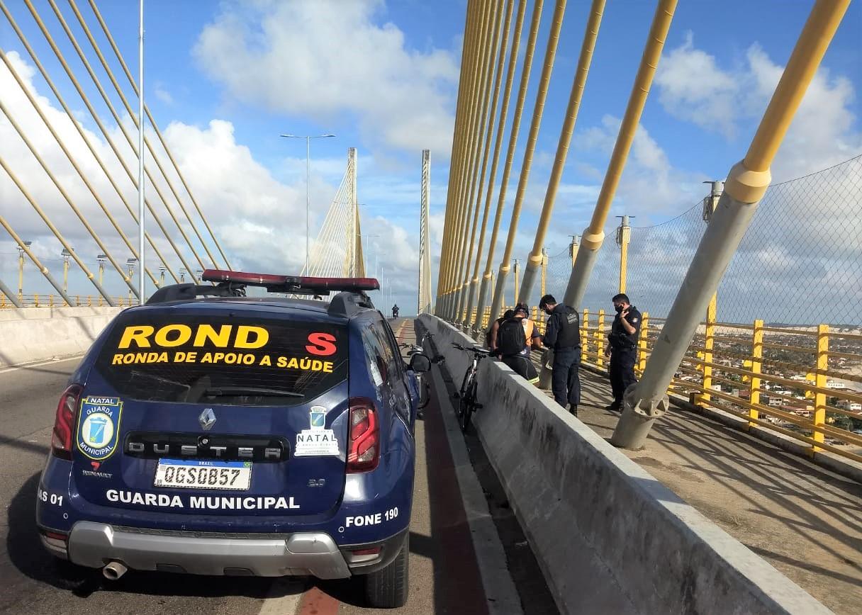 Heróis da Guarda Municipal evitam tentativa de suicídio na Ponte Newton Navarro
