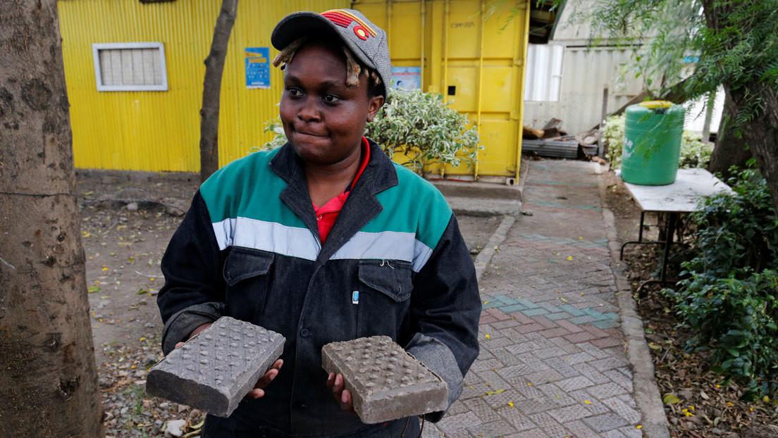 Engenheira transforma resíduos de plástico em tijolos mais resistente do que concreto