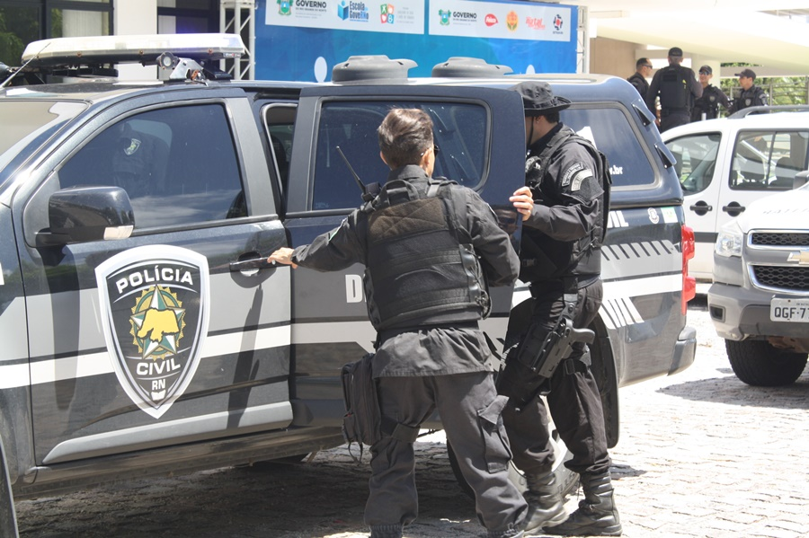 Polícia Civil prende suspeito de atear fogo e esconder corpo de vítima no quintal de casa