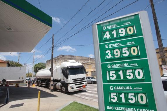 Procon Natal notifica postos por cobrança abusiva sobre combustíveis