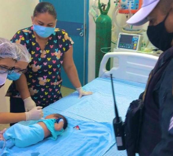Recém nascido engasgado é salvo por policiais em Mossoró