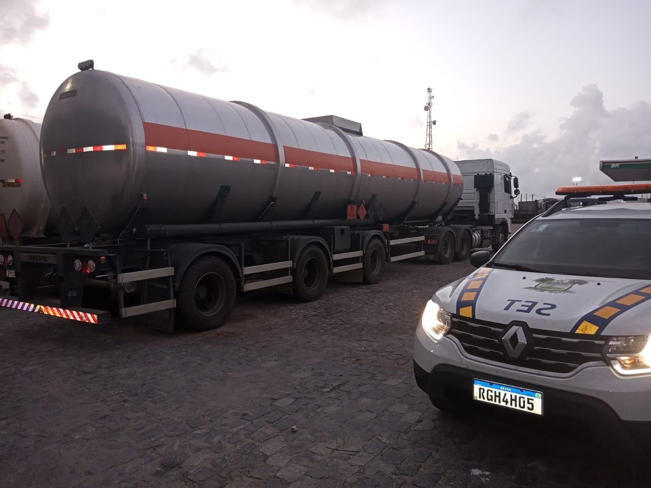 Carga com 45 mil litros de álcool etílico é apreendida na BR-101