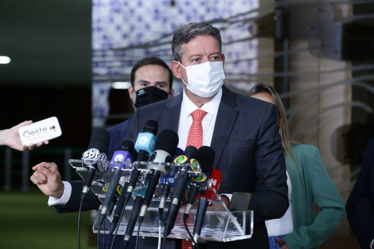 Governo vai entregar 140 milhões de vacinas até maio e define auxílio emergencial de R$ 250