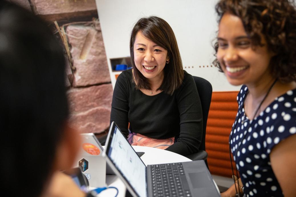 Microsoft lança cursos gratuitos para capacitar 100 mil mulheres para o mercado de tecnologia