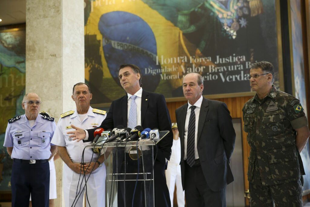 Governo anuncia mudanças de chefes das Forças Armadas