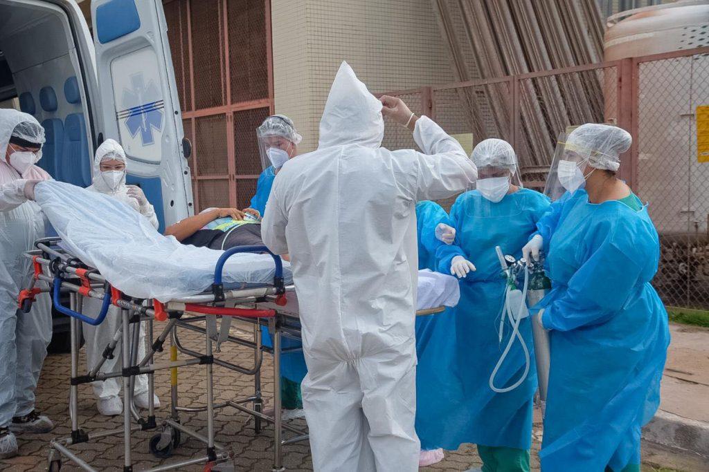 Variante brasileira do coronavírus pode 'driblar' sistema imunológico, diz estudo
