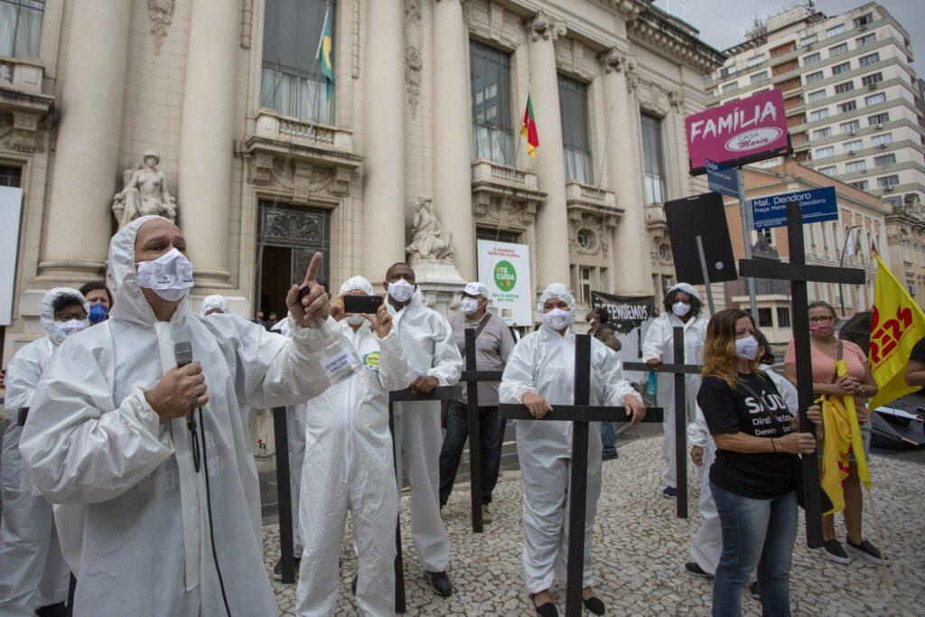 Em novo recorde, Brasil registra 3.650 mortes por Covid em 24h