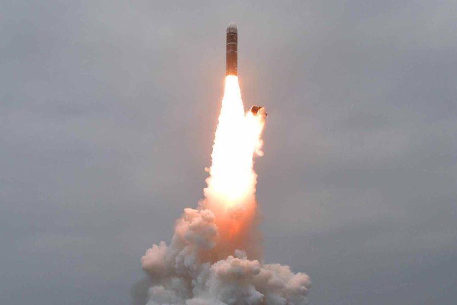 Coreia do Norte dispara mísseis balísticos no Mar do Japão