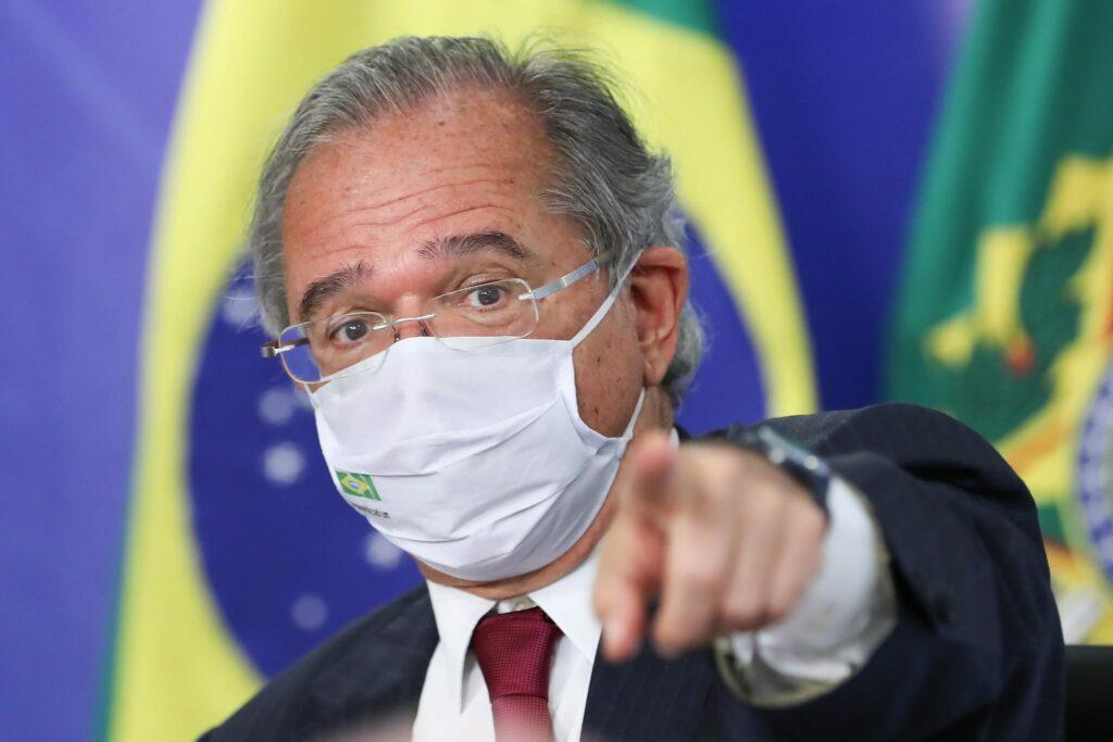 """Guedes defende vacinação em massa e isolamento """"mais inteligente"""" para salvar economia"""