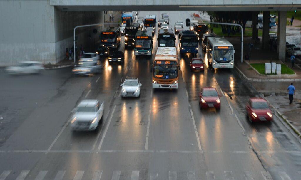 Alterações nas leis de trânsito começam a valer neste mês; veja o que muda