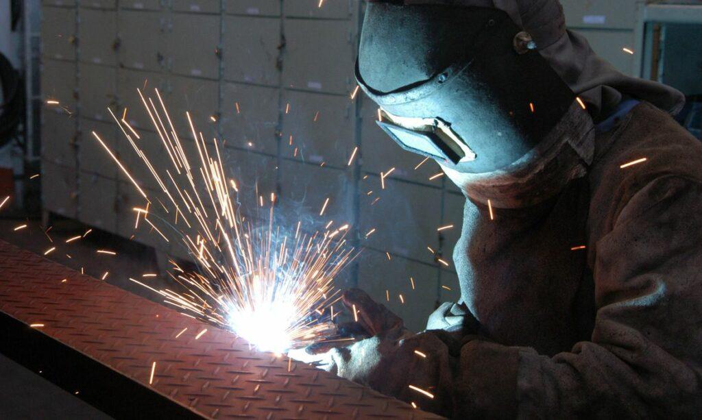 """CNI: """"mais de 70% das indústrias têm dificuldades em conseguir matéria-prima"""""""