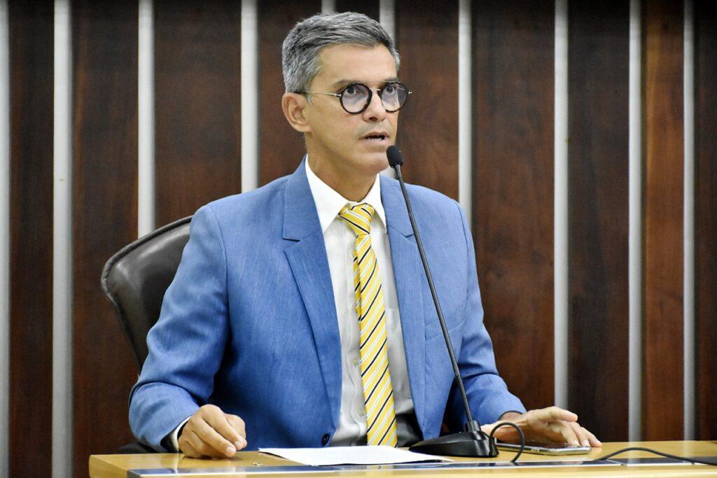 Coronel Azevedo pede prioridade para garis e porteiros na vacinação da Covid-19