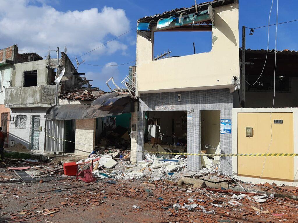 Explosão deixa pelo menos sete feridos e destrói casas na zona leste de Natal