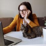 Feira online oferece oportunidades de recrutamento para universitários