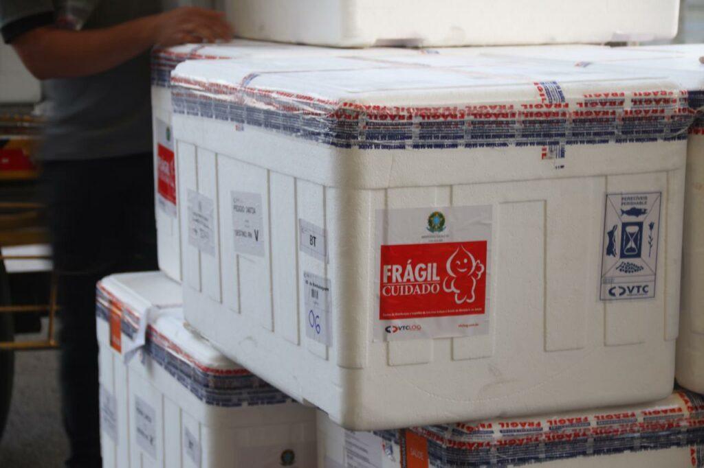 RN inicia distribuição de quase 150 mil vacinas contra a covid-19