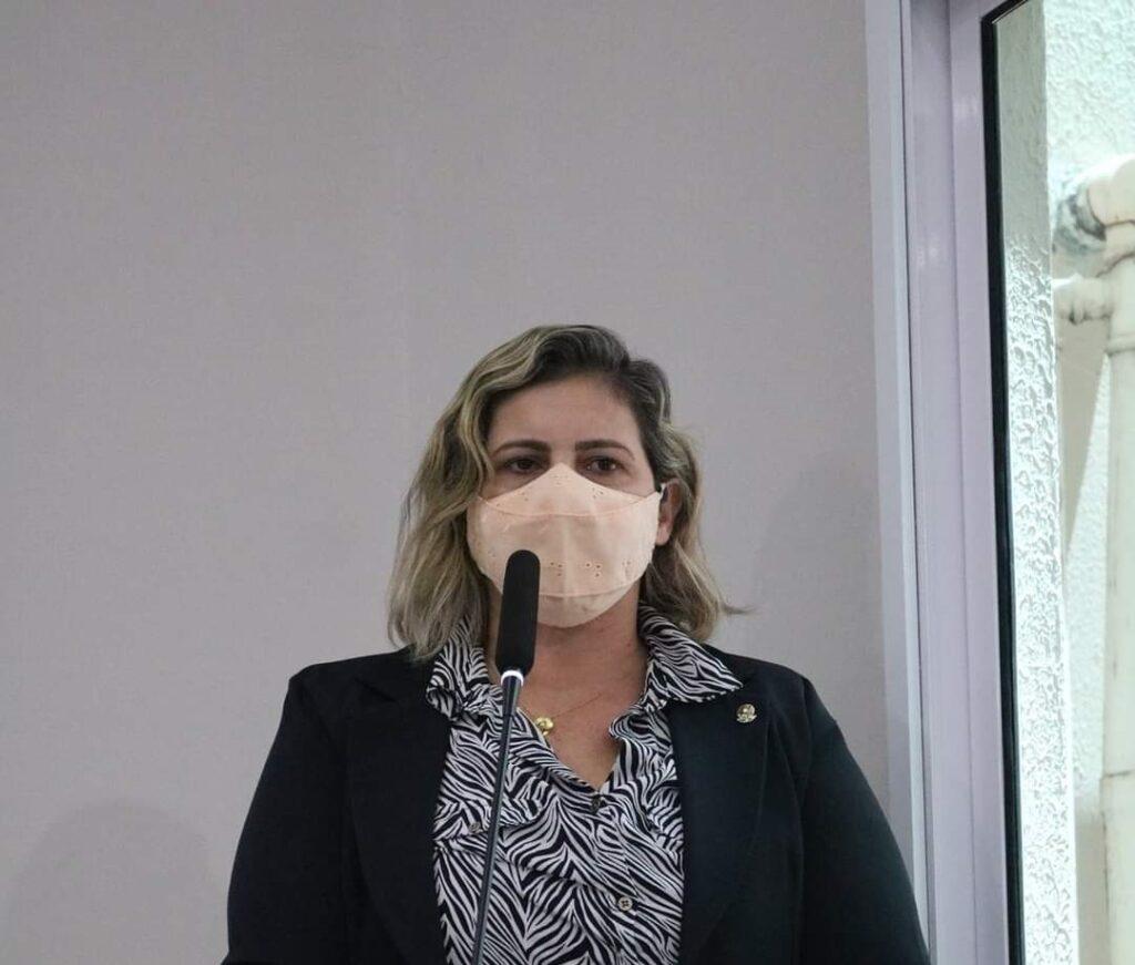 Vereadora de Parnamirim denuncia o descarte de quase 300 doses de vacina contra a Covid-19