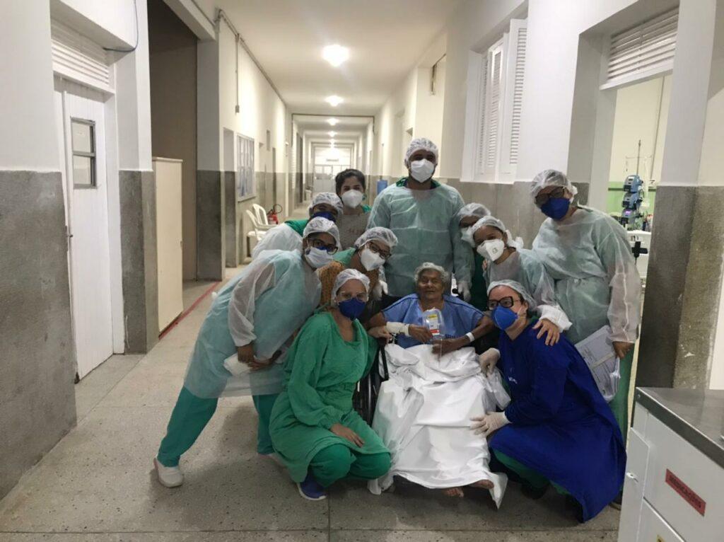 No RN, paciente de 100 anos recebe alta após enfrentar a Covid