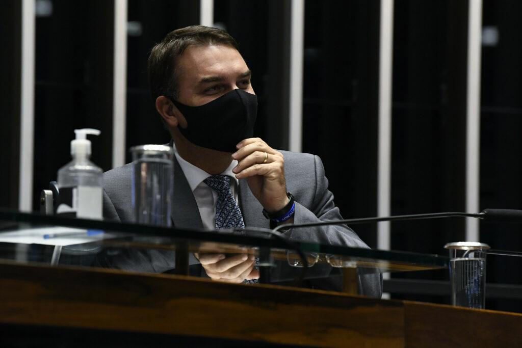 """Flávio Bolsonaro representa contra Kajuru no Conselho de Ética: """"conduta imoral, baixa, antiética"""""""