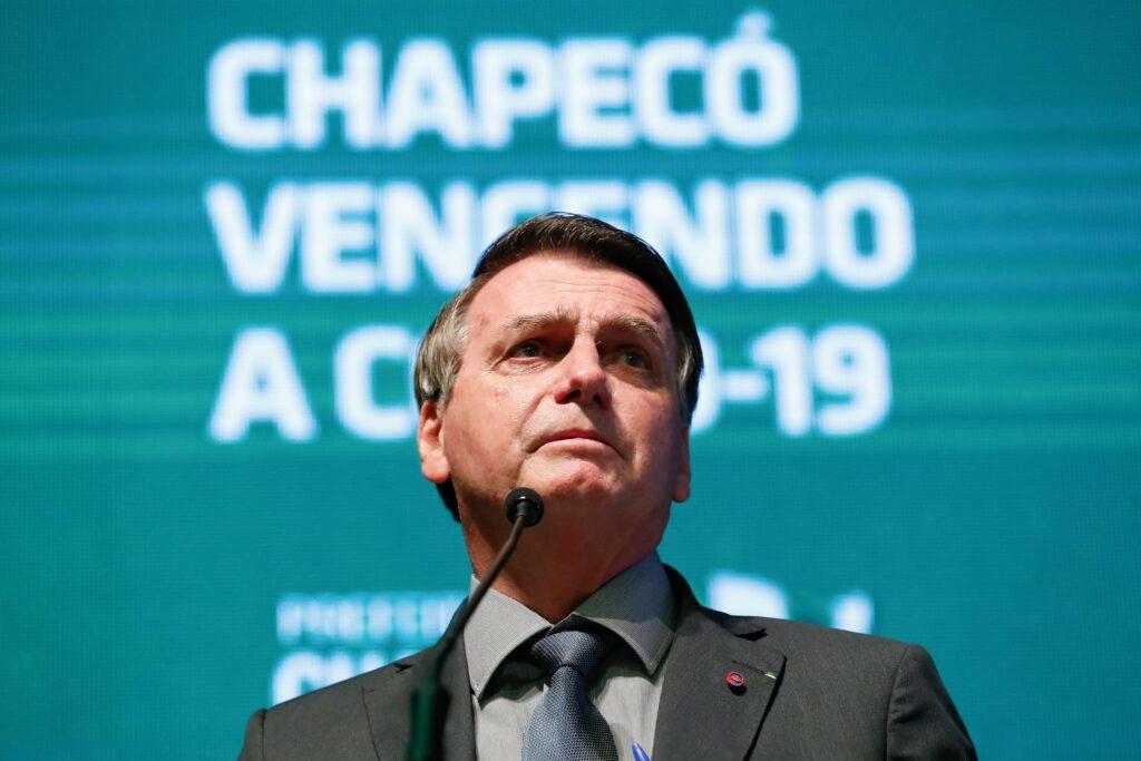 """Quem votar em um cara como Lula nas eleições de 2022 """"merece sofrer"""", diz Bolsonaro"""