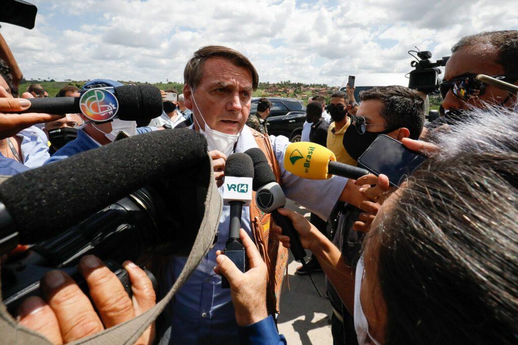 Covid: Bolsonaro acusa governadores de tentar 'impor ditadura'