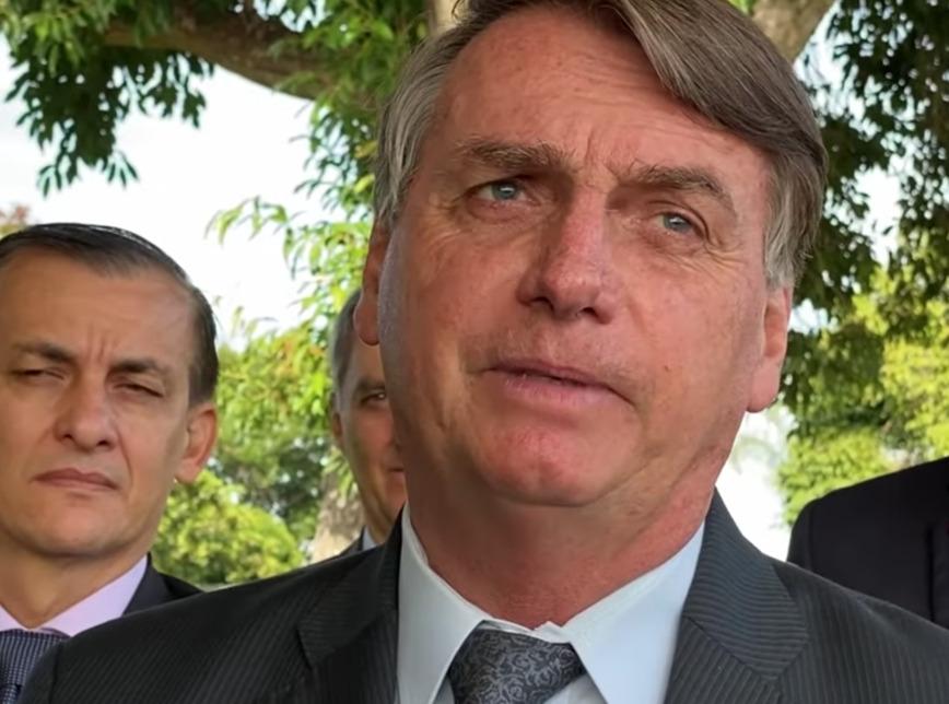 """Bolsonaro diz que espera """"sinalização do povo"""" para """"tomar providências"""""""