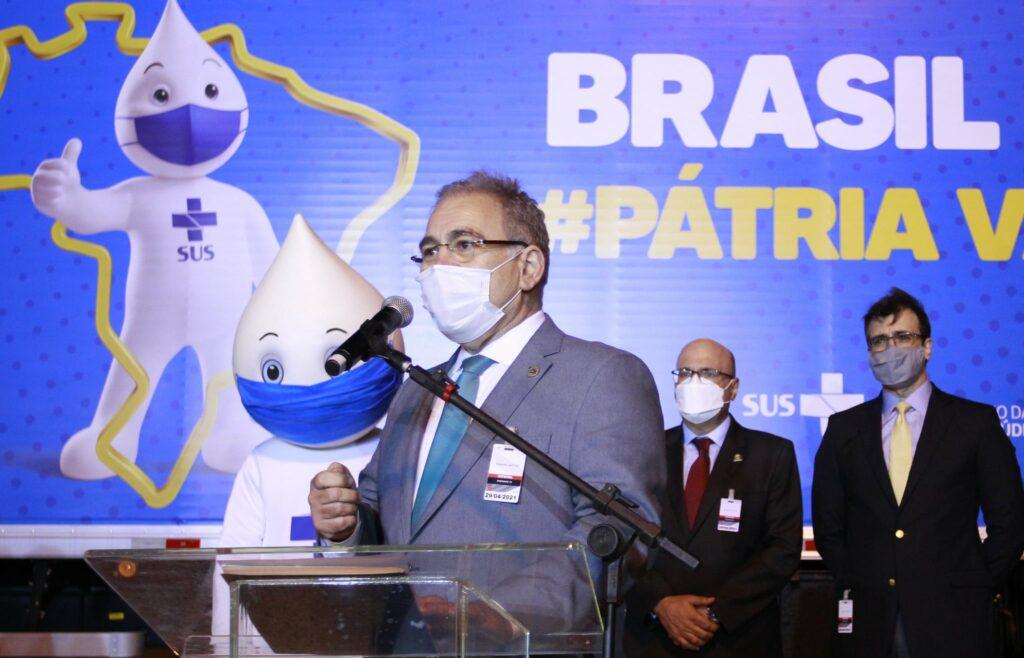 Ministro faz apelo na OMS por doações de vacinas ao Brasil