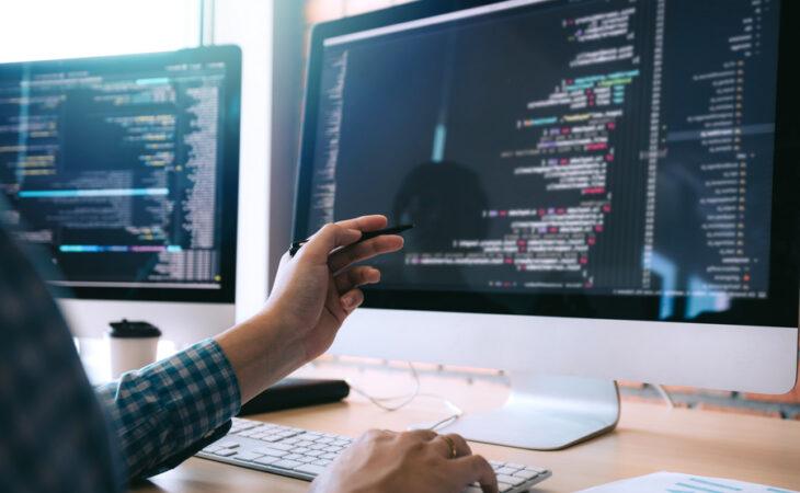 Escola de programação oferece curso online e gratuito em JavaScript