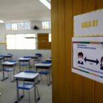 Governo do RN elabora plano para vacinar profissionais da Educação