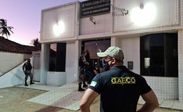 Operação do MP apura desvios de recursos públicos em município do RN; vereador e servidor são presos