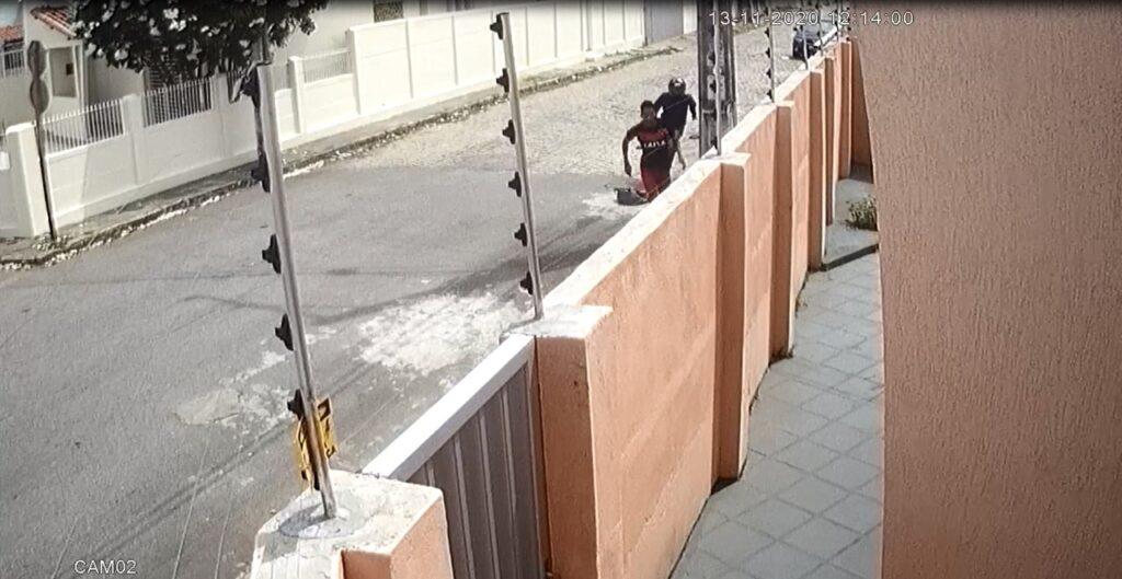 Polícia Civil divulga imagens e procura suspeito por homicídio em Natal