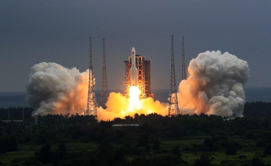 EUA afirma estar rastreando foguete chinês que está prestes a cair na Terra