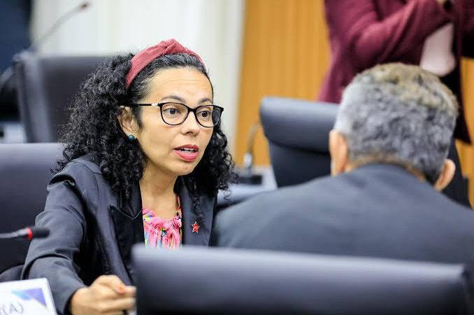 Vereadora cobra explicação sobre testes rápidos comprados sem licitação pela prefeitura de Natal