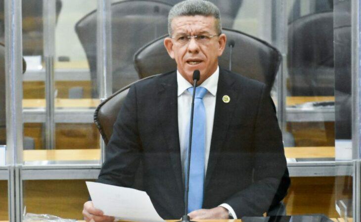 Deputado solicita retirada de presos dos grupos prioritários de vacinação
